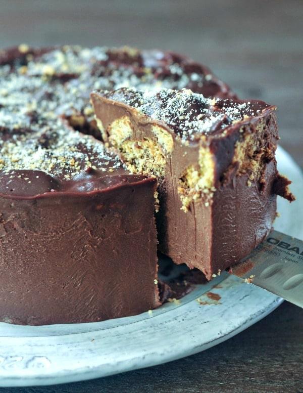 Vegan Chocolate Biscuit Cake @spabettie #dairyfree #glutenfree #royalwedding #cake #vegan