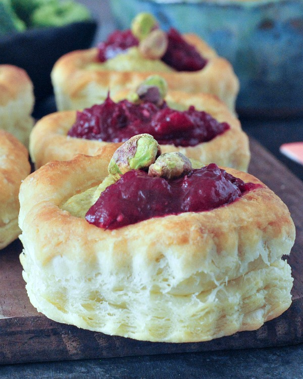 Garlic Pistachio Cranberry Tarts @spabettie #vegan #appetizer