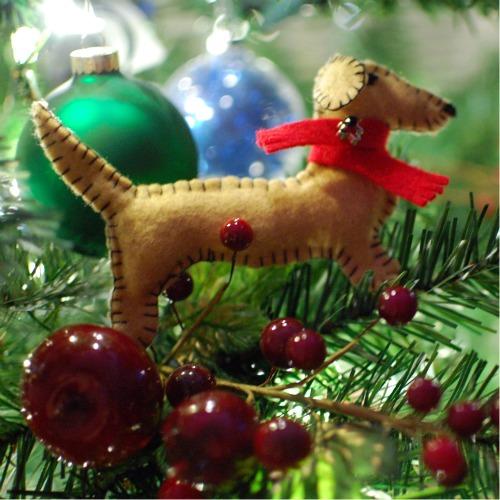 Raise a Green Dog!: Make a homemade felt dog Christmas ornament!