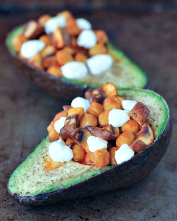 Buffalo Chickpea Bella Baked Avocado @spabettie