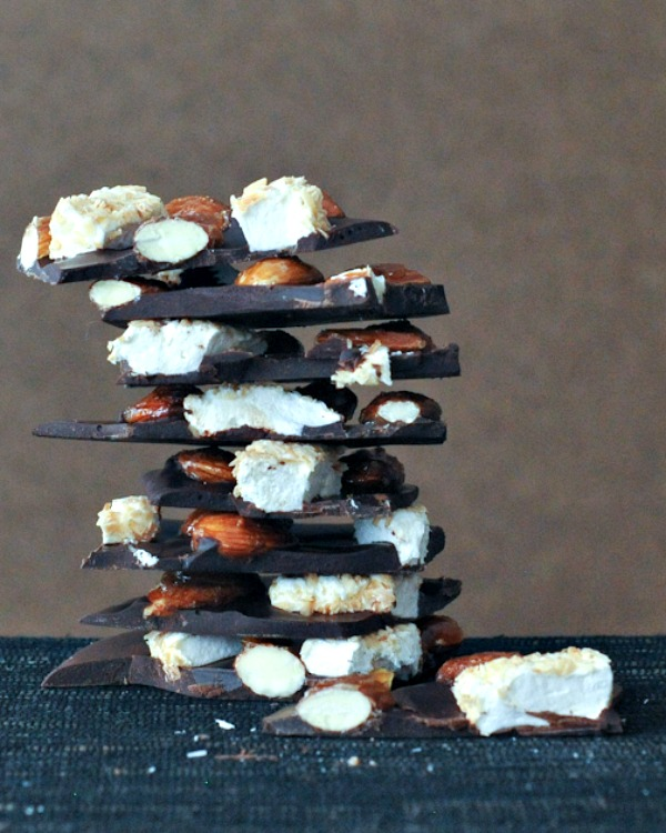 Caramelized Almond Rocky Road Bark @spabettie
