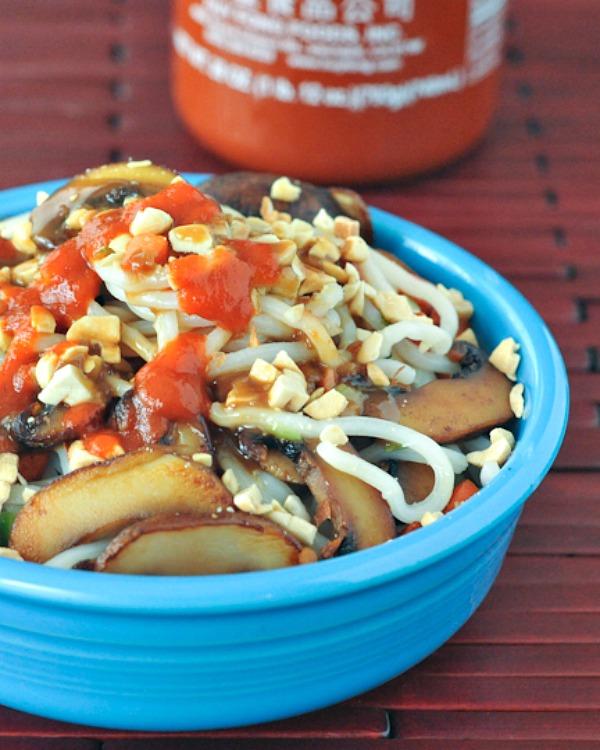 Noodle Bowl with Sesame Ginger Peanut Sauce @spabettie