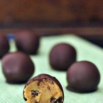 Raw Chocolate Chip Cookie Dough Truffles @spabettie