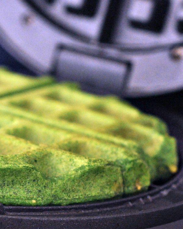 Garlic Spinach Waffles @spabettie
