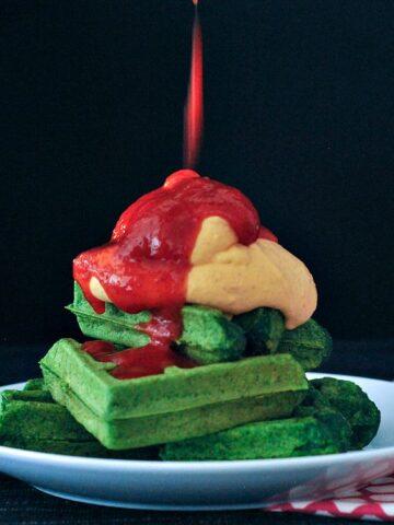 Garlic Spinach Waffles with Sriracha Whip @spabettie