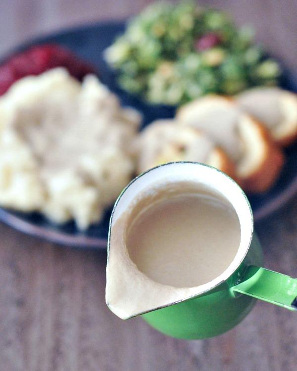 Savory Shiitake Rosemary Gravy @spabettie #vegan