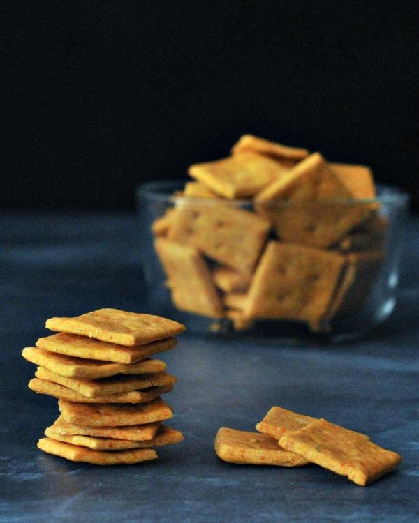 Vegan Cheesy Crackers @spabettie