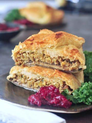 Hearty Portobello Wellingtons @spabettie #vegan #holiday #comfortfood