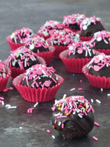 Chocolate Covered Oreo Cashew Truffles @spabettie #vegan #chocolate