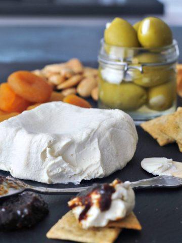 Creamy Rich Macadamia Cream Cheese @spabettie #vegan #cheese
