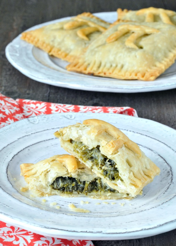 Cauliflower Creamed Spinach Hand Pie @spabettie #vegan #glutenfree #PiDay #savory #pie
