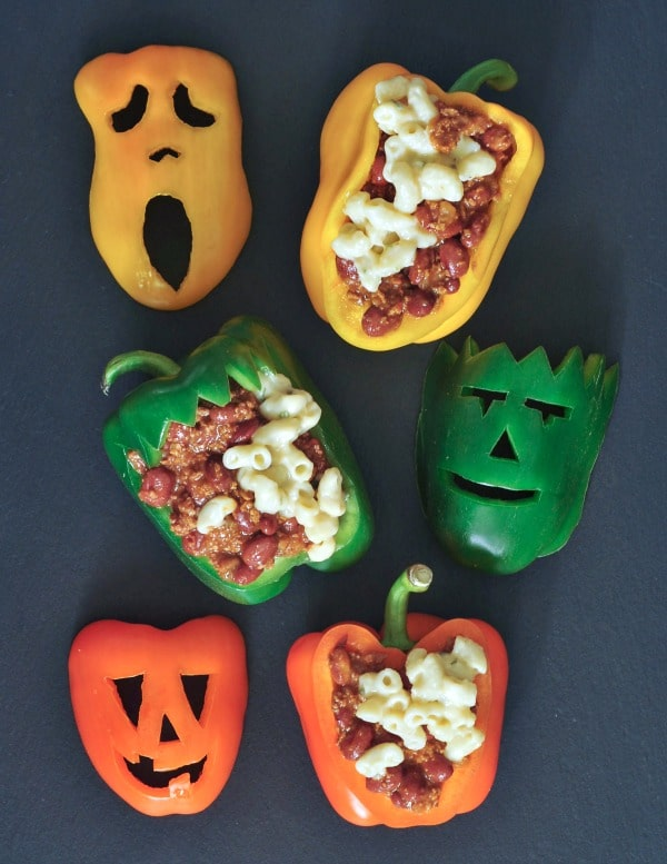 Chili Mac Halloween Stuffed Peppers: bell peppers carved into jack o lanterns and filled with chili mac