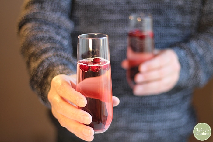 Cranberry mimosa: A festive & easy holiday cocktail